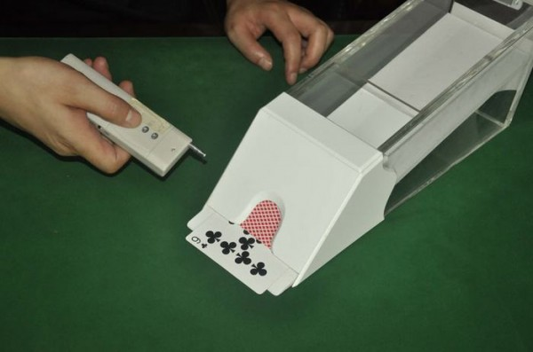 poker cheating device Dealing Shoe for hidden lens cheat poker Playing Cards Shuffler cheat at Bacca